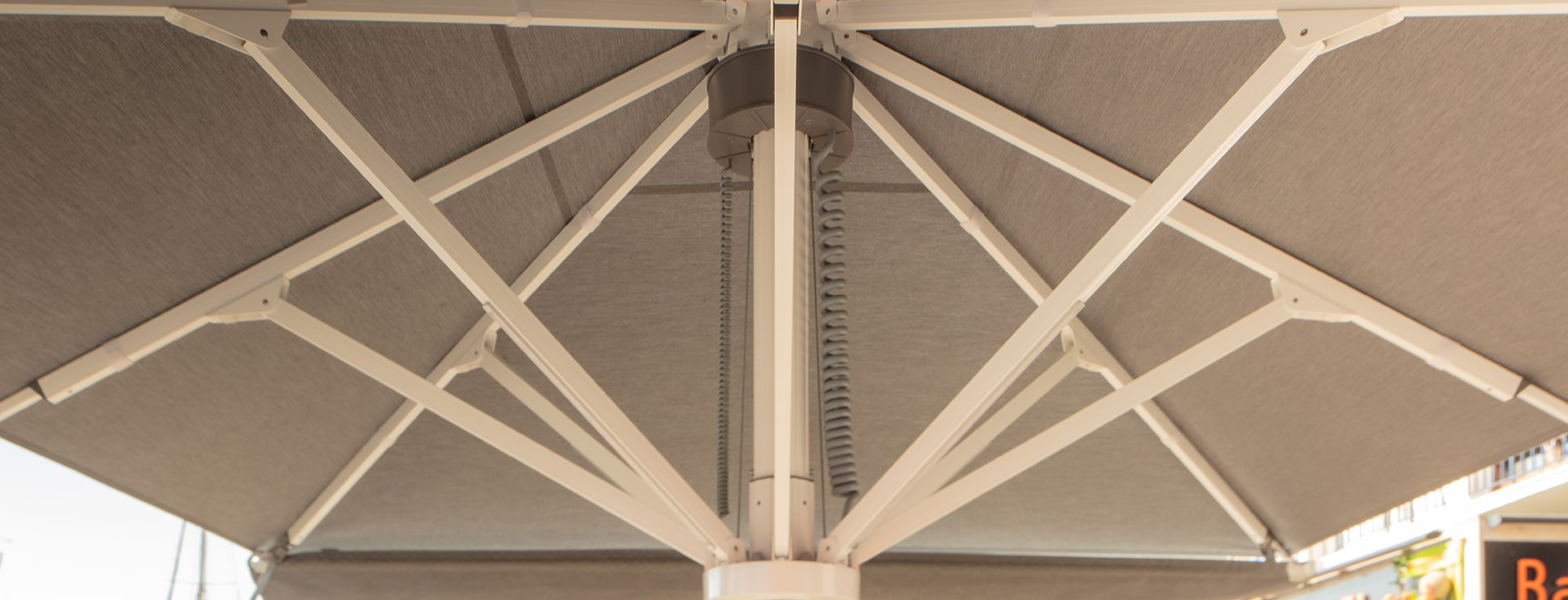 Parasol géant Palazzo - Détail Boitier electrique PZ14 - HD 16-min