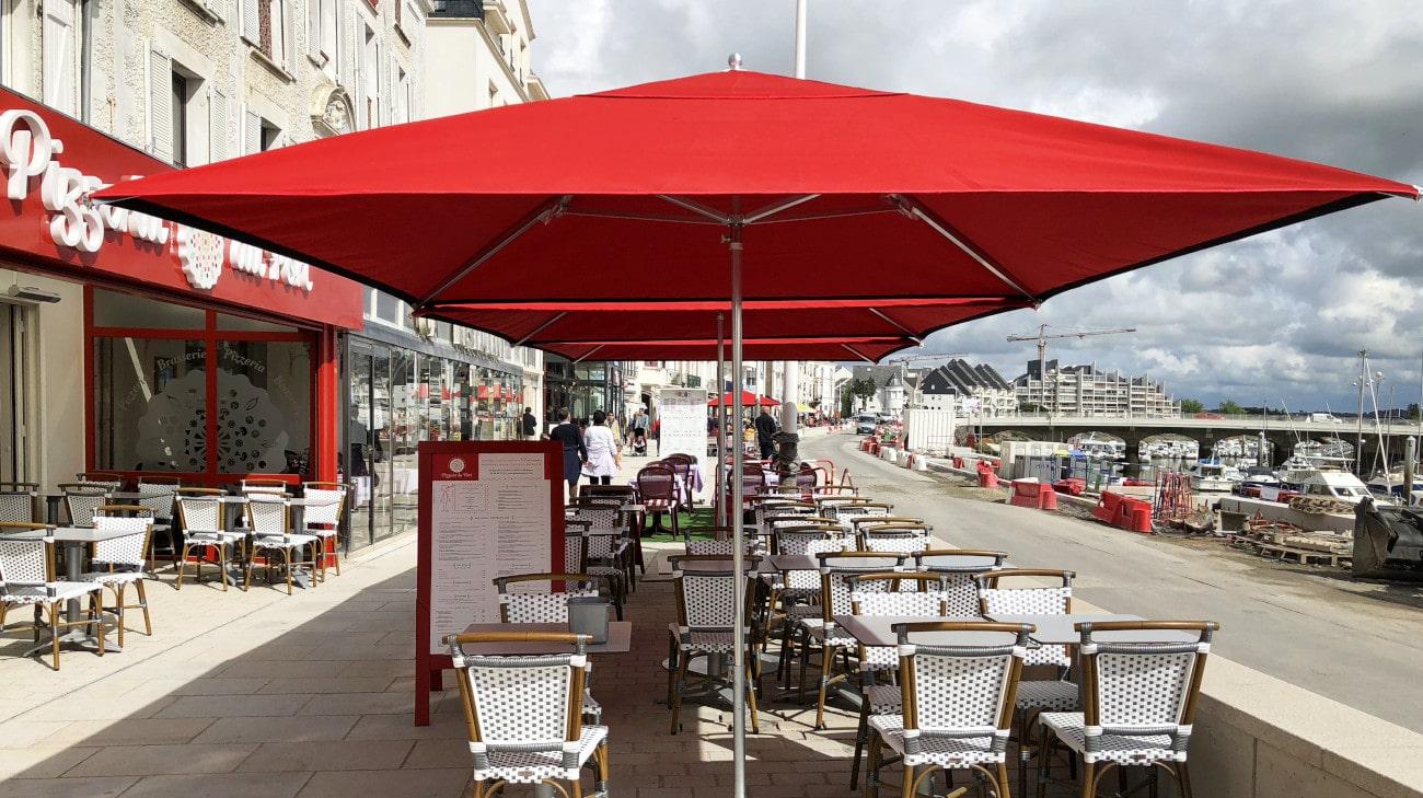 Parasol professionel Le Pouligiuen - modele Cortina 3x3 - Restaurant Pizzeria du Port IMG_3941-min