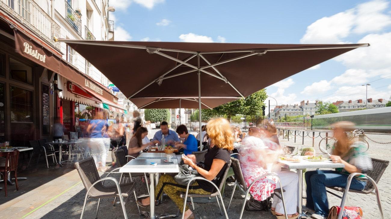 Parasol professionel Nantes - modele Cortina 3x3 - Restaurant La Trinquette 05-min