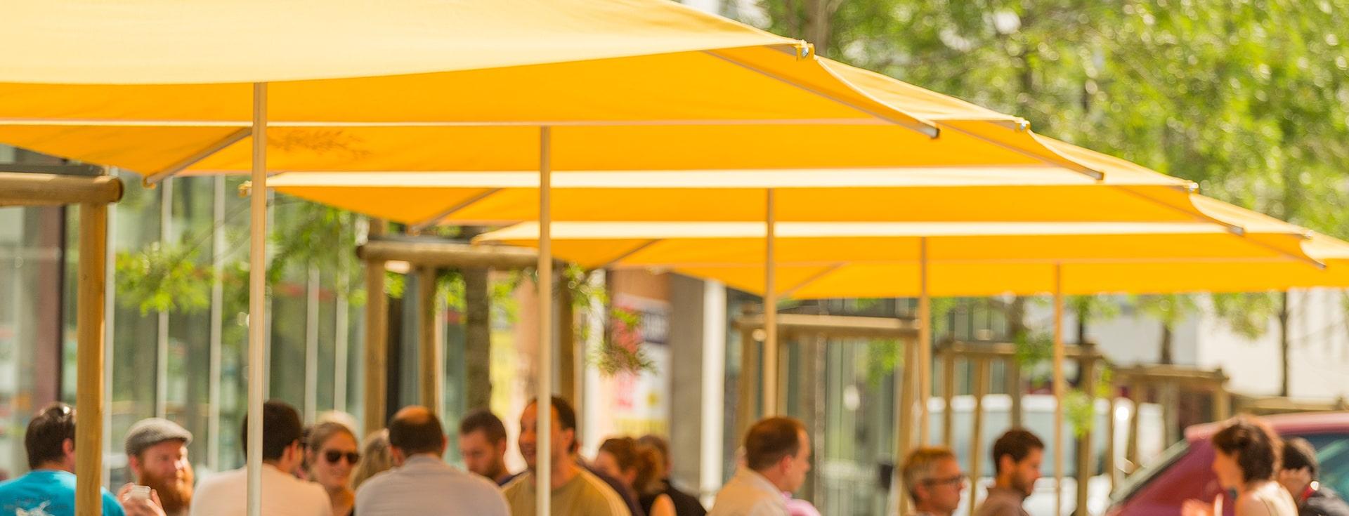 Parasol professionel Nantes - modele Cortina 3x3 - Restaurant Les Brassés - Zoom a tester-min