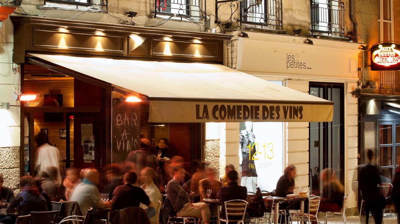 Store Banne Antibes - Store Banne Professionnel Nantes - La Comedie de Vins - Prise de vue Tangi LE BIGOT - 0002-min