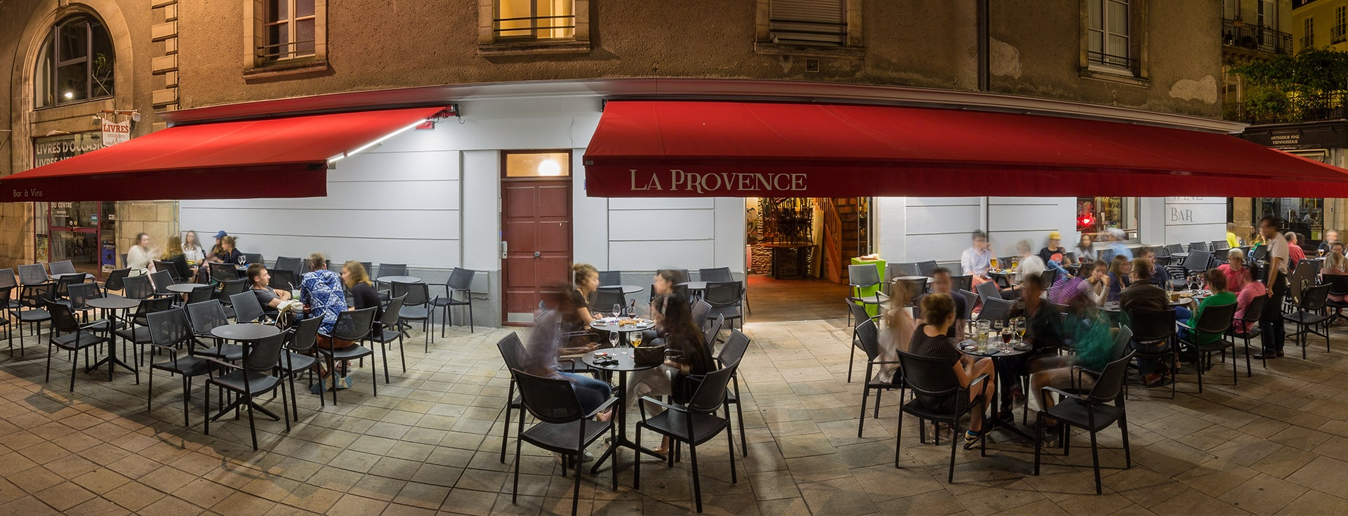 Store Banne Madrid - Bar La Provence à Nantes (44) par Espacio