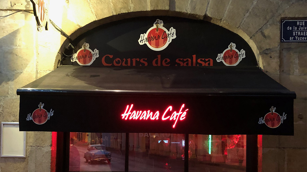 Lambrequin Lumineux au Havana Café à Nantes (44) par Espacio