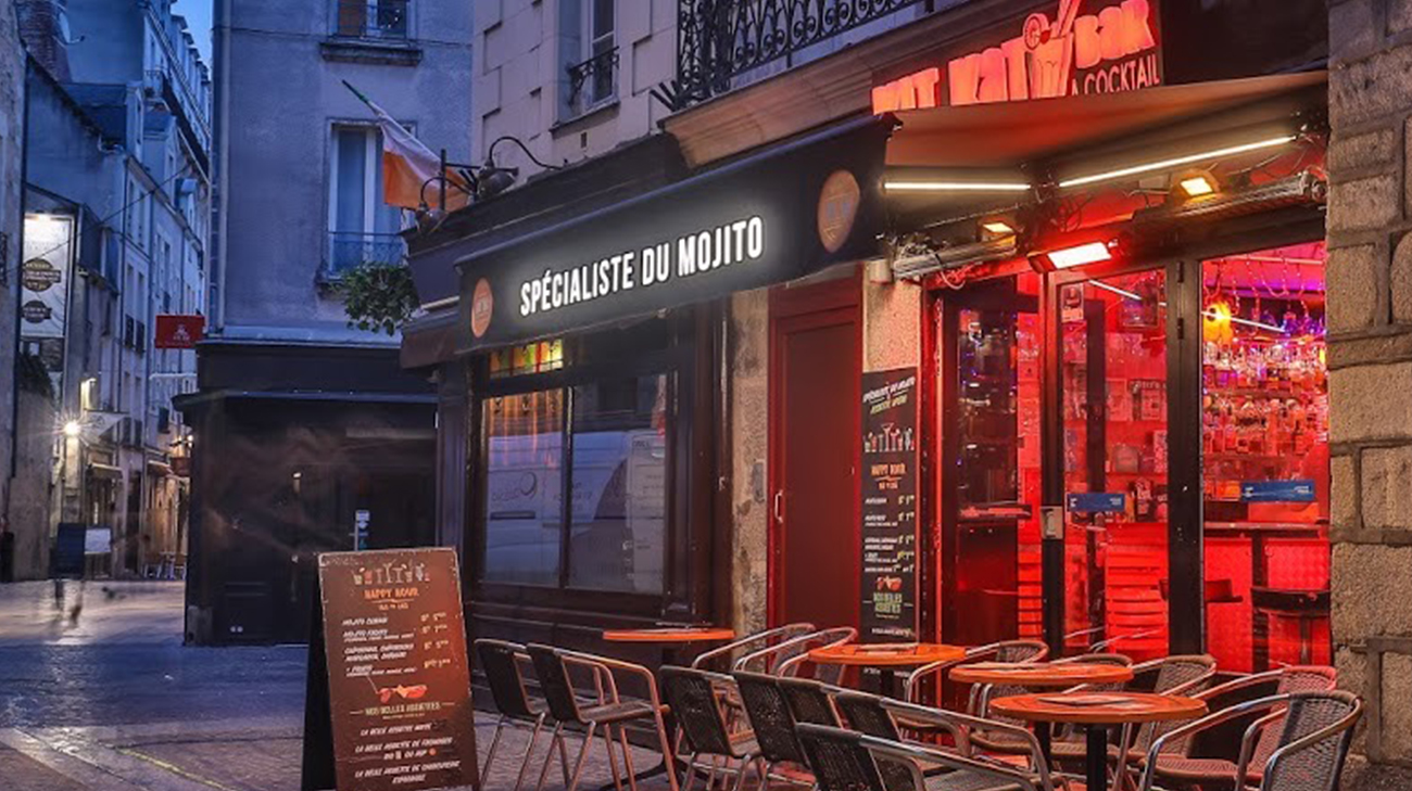 Lambrequin Lumineux au Kit Kat Bar à Nantes (44) par Espacio