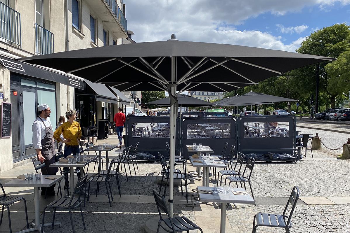 Parasol Fortero au restaurant Le Poisson Paré à Nantes par Espacio