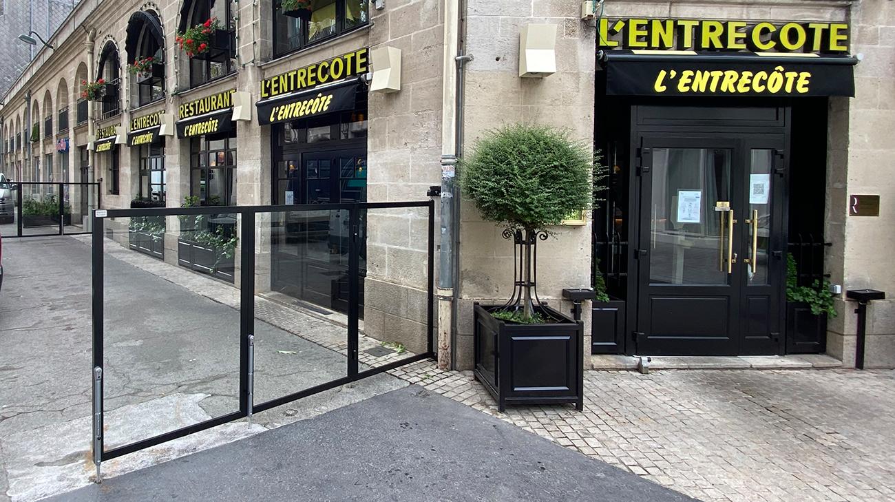 Pare-vent repliable installé au restaurant L'entrecôte à Nantes (44) par Espacio